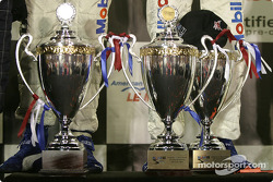 Les trophées des vainqueurs en catégorie GT