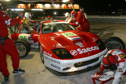 Arrêt pour la Ferrari 575 GTC n°25 du Barron Connor Racing (John Bosch, Danny Sullivan, Thomas Biagi)