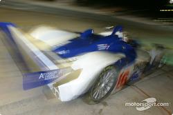 Arrêt pour la Lola EX257/AER n°16 du Dryson Racing (James Weaver, Butch Leitzinger, Andy Wallace)