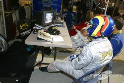 Clint Field dans le stand du Intersport Racing