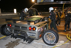 Arrêt pour la Saleen S7R n°63 d'ACEMCO Motorsports (Terry Borcheller, Johnny Mowlem, David Brabham)