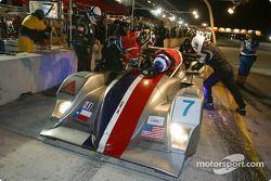 Arrêt pur la Lola B2K/40 Nissan n°7 du Rand Racing (Mike Fitzgerald, James Gue, Bill Rand)