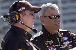 Dale Jarrett et son crew chief Mike Ford