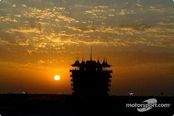 Coucher de soleil sur le Bahrain International Circuit
