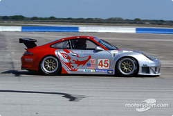La Porsche 911 GT3RS n°45 du Flying Lizard Motorsports (Johannes van Overbeek, Darren Law, Jon Fogarty)