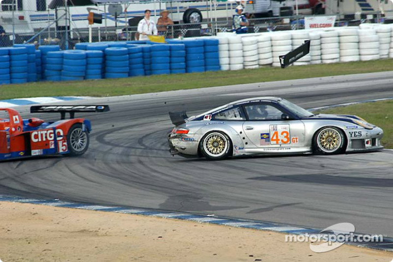 #43 BAM! Porsche 911 GT3RS: Leo Hindery, Peter Baron, Mike Rockenfeller, y #15 Taurus Racing Lola B2