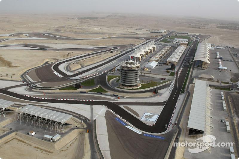1 раз (в 2010 году) Гран При Бахрейна прошел на удлиненной версии трассы–длина круга увеличилась с 5412 м до 6299 м. После этого она принимала только гонки на выносливость