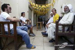 Renault pilotu s visit Bahrain: Franck Montagny, Fernando Alonso ve Jarno Trulli