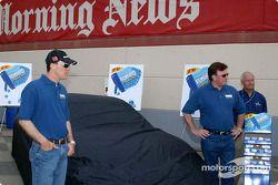 Kevin Harvick et Richard Childress dévoilent la peinture de la voiture pour la course du Texas