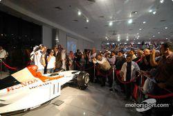 Jenson Button et Takuma Sato à un évènement média