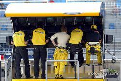 Nick Heidfeld and Giorgio Pantano at pitwall