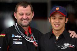 Paul Stoddart et une pilote Minardi Team Asia en Formule BMW