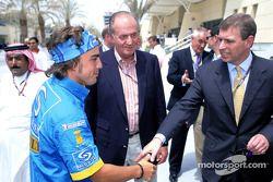 Fernando Alonso con el rey Juan Carlos de España y Príncipe Andrew