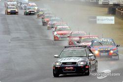 Les lumières du Pace Car s'éteignent, et les pilotes se préparent à la course !