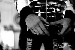 Jenson Button embragues su 3er trofeo de posición