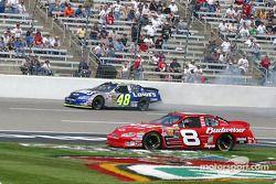 Dale Earnhardt Jr. évite Jimmie Johnson, en tête-à-queue