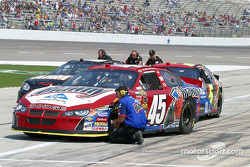 Kyle Petty's crew checks air pressure