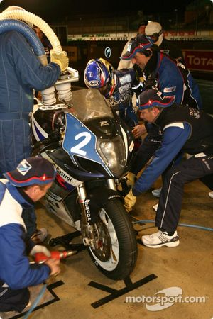 La Suzuki GSXR n°2 de l'équipe Suzuki-Castrol (Stéphane Chambon, Keiichi Kitagawa, Warwick Nowland)