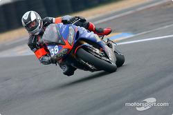 La Yamaha R1 n°38 de l'équipe Endurance Moto 38 (Gwen Giabbani, Stéphane Duterne, Jean-Michel Louis)