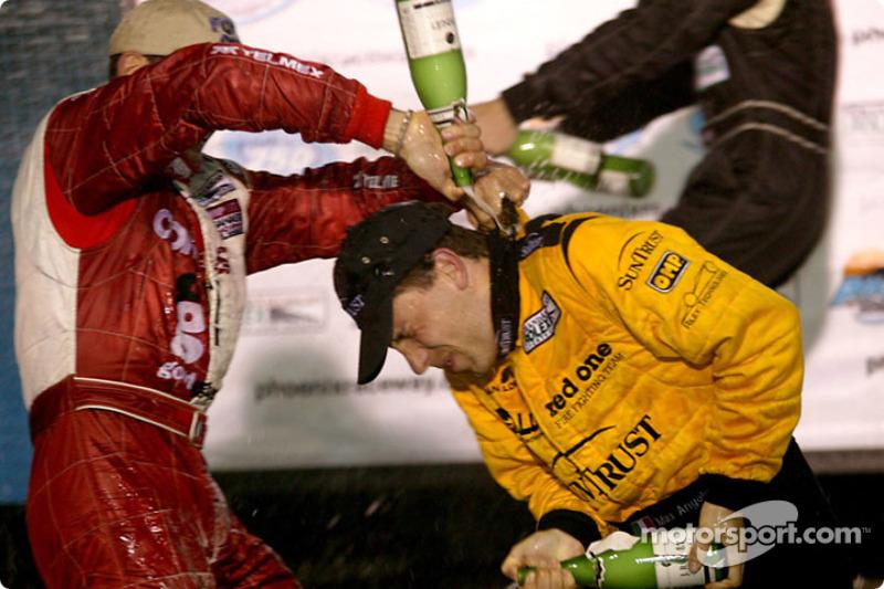 Douche de champagne pour Max Angelelli
