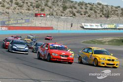 La BMW 330i n°95 du Turner Motorsport (Will Turner, Don Salama) et la Lexus IS300 n°2 du Team Lexus (Ian James, Chuck Goldsborough)