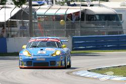 La Porsche 911 GT3RSR n°68 du Racer's Group (Ian Donaldson, Gregor Fisken, Piers Masarati)