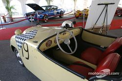 Gallery of Legends: first car to win at Sebring