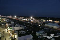 Le paddock de Sebring avant les essais de nuit