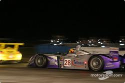 L'Audi R8 n°28 d'Audi UK Team Veloqx (Pierre Kaffer, Frank Biela, Allan McNish)