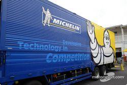 Stand Michelin dans le paddock paddock