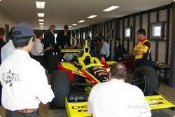 L'inspection technique d'une voiture du Kelley Racing