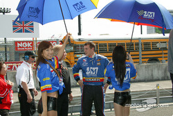 Les Twin Ring Motegi Girls avec Mark Taylor