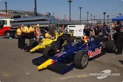 Les voitures d'IndyCar alignées avant les essais