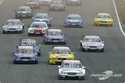Start: Jean Alesi takes the lead
