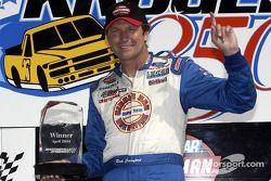 Le vainqueur Rick Crawford fête sa victoire