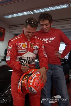 Valentino Rossi visite le circuit de Fiorano : Michael Schumacher et Valentino Rossi