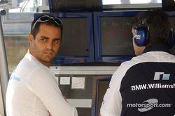 Juan Pablo Montoya sur le muret des stands Williams-BMW