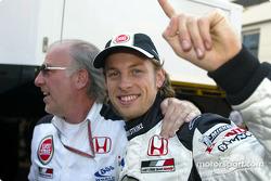 David Richards y Jenson Button celebran la pole position