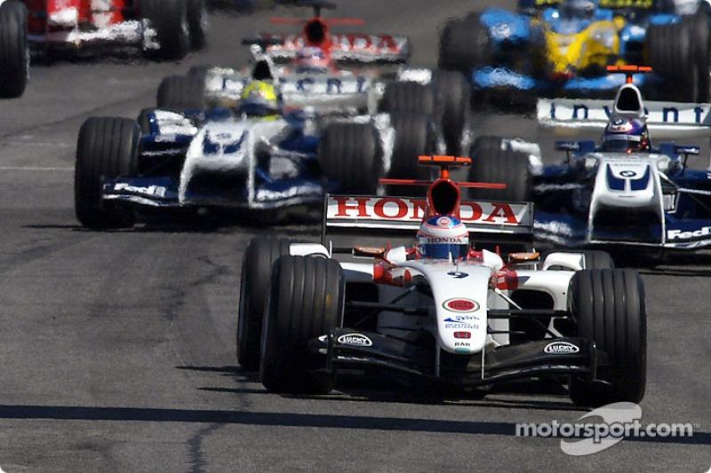 Inicio: Jenson Button toma la delantera