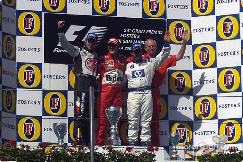 Podio: el ganador de la carrera Michael Schumacher con Jenson Button y Juan Pablo Montoya