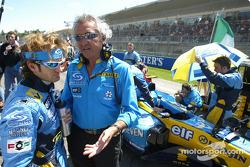 Jarno Trulli y Flavio Briatore en la parrilla de salida