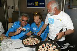 Renault F1 team dinner ve Jarno Trulli'in dad Enzo: Flavio Briatore, Jarno Trulli ve Enzo Trulli