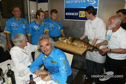 Renault F1 team dinner ve Jarno Trulli'in dad Enzo: Bernie Ecclestone ve Flavio Briatore