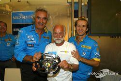 Renault F1 team dinner ve Jarno Trulli'in dad Enzo: Flavio Briatore, Enzo Trulli ve Jarno Trulli