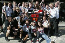 Segundo lugar Jenson Button, BAR-Honda con su novia Louise y el equipo BAR-Honda