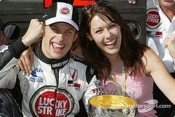 Segundo lugar Jenson Button, BAR-Honda con su novia Louise