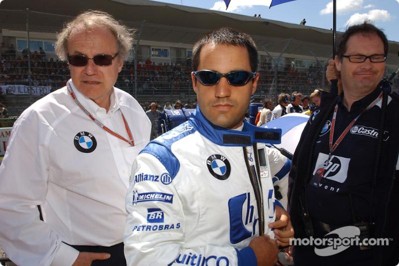 Miembro de la Junta de Desarrollo del Grupo BMW, el profesor Burkard Goeschel con Juan Pablo Montoya en la salida
