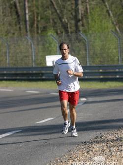 Un peu de jogging pour Emanuele Pirro