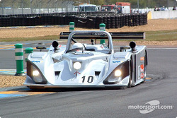 La Lola Caterpillar n°10 du Taurus Sports Racing (Phil Andrews, Calum Lockie)
