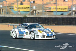 La Porsche 911 GT3 RSR n°77 du Choroq Racing Team (Haruki Kurosawa, Kazuyuki Nishizawa, Manabu Orido)